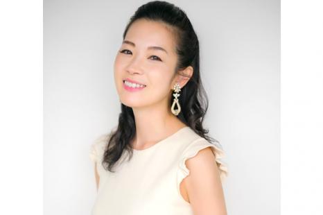 深澤亜希さんに聞く、つやプラ世代が今選ぶべきベストコスメ