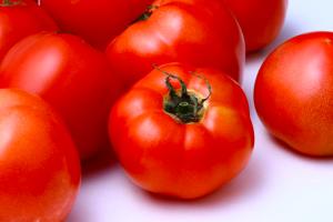 旬を味わう!美肌づくりに役立つ春野菜3つ (2)トマト