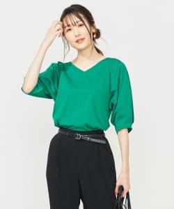 グリーンも今年のトレンドカラーです。濃いめから薄めまで、どの緑を選んでも今っぽくなりますが、鮮やかなビタミンカラーのグリーンなら元気がもらえ、やる気がみなぎるでしょう