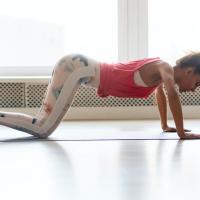 体重増加で膝が痛む!?膝の痛みを解消する体幹力UPエクサ