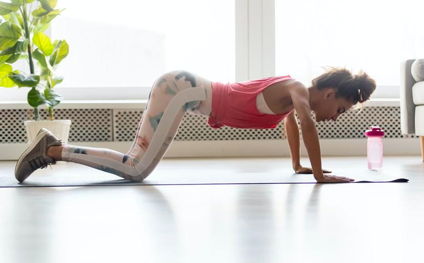 筋力に自信がなくても続けやすい!簡単な腕立て伏せのやり方