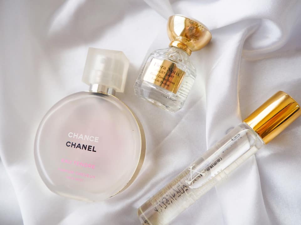 香りで周囲を魅了する!大人の女性らしさを演出する香水