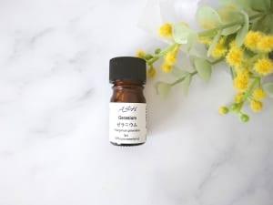「ゼラニウム」は、ローズにも似たグリーンフローラルの香りです。ホルモンバランスを整える作用が期待でき、排卵前後や生理前のモヤモヤとした気分の時に使うと気持ちが落ち着きます