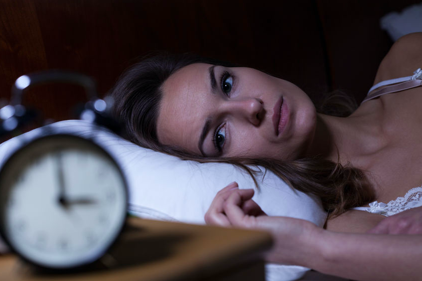 ぐっすり眠れないのは食事のせい?睡眠の質を下げるNG習慣