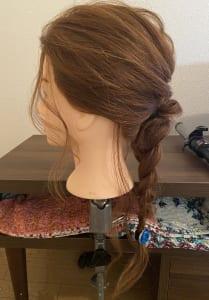後れ毛があると、やわらかい雰囲気もアップしますね。ぜひ、試してみてください