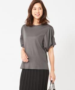 大人Tシャツはカジュアルだけではなく、きれいめなコーディネイトにも使えます。ブラウスのような着こなし方もできる万能選手となってくれるはずです