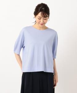 サイドにスリットが入っているTシャツを選べば、よりお腹周りにゆとりが生まれすっきりとしたコーディネイトにまとまります