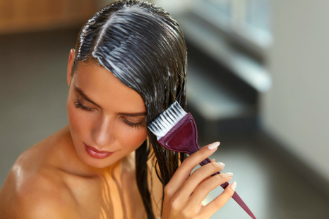 プロのテクを公開!美容師が教える「セルフ白髪染め」のコツ