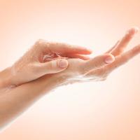 除菌と保湿を1本で!消毒手荒れを防ぐハンドケアアイテム3選