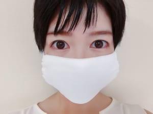 マスクをしてから眉を描くと、顔全体のバランスを見ながら描くことができます。眉以外のアイメイクや下地、ファンデーションで顔を整えた後、最後に眉を描くタイミングでマスクをしましょう