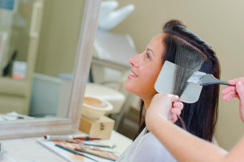 白髪をカバーしてオシャレ度UP!美容師直伝のハイライト術