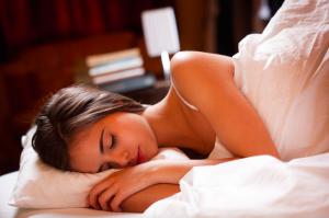 腸活のために守りたい「生活リズム」のポイント3つ (3)夜ごはんは寝る3時間前までに済ませる