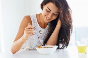 腸活のために守りたい「生活リズム」のポイント3つ (1)朝ごはんを食べる