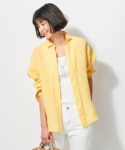 夏でも涼しく紫外線対策にもなる「リネンシャツ」など、なるべく腕回りに余裕のあるものをゆるく羽織ってみてください