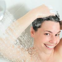 大人のうねり髪に!頭皮マッサージ効果を高めるシャンプー法