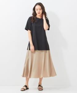 おしゃれで色っぽい!ツヤのあるサテンスカート
