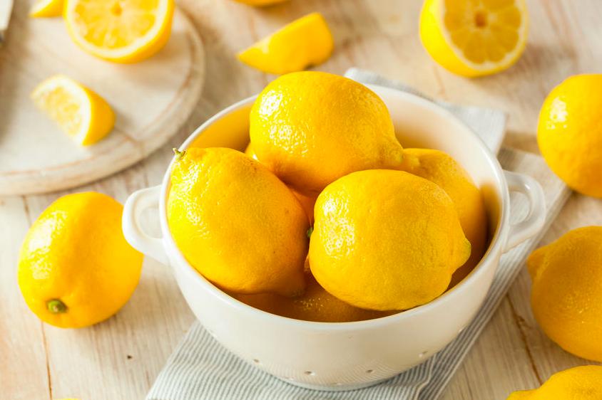 クエン酸がりんごの300倍!?夏にレモンを食べたい理由