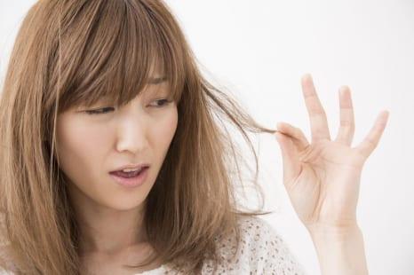 頭皮のニオイ、髪のパサつき…専門家に聞く夏のヘアケア術