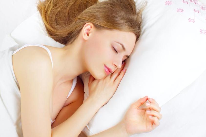 暑い日でもすっきり目覚める!睡眠の質を高める夏の寝室環境