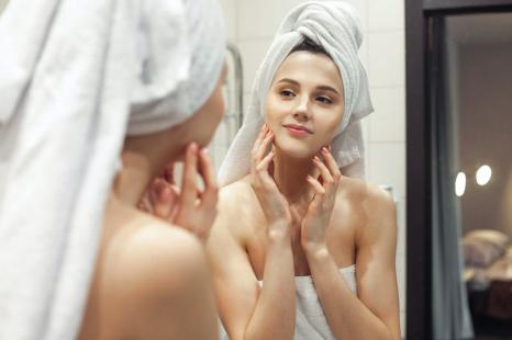 洗顔の見直しでシミが薄く?シミを増やさないケア&生活習慣