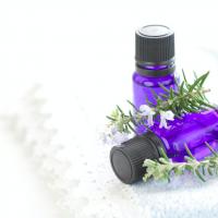 初心者が香りを楽しむなら冬!女性らしい香りのアイテム3選