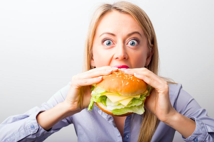 脳が疲れると食べすぎる!?脳疲労を改善に導く生活のコツ