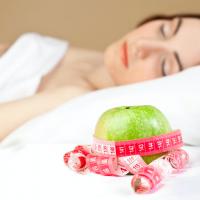 過食や肌荒れは脳疲労のせい?脳の疲れを和らげる生活のコツ