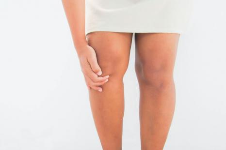 膝が脂肪に埋もれてない?もたつく膝肉を解消する椅子エクサ