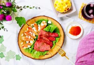 写真のようなローストビーフなどの肉料理や魚料理の付け合わせにすれば、見た目も華やかなひとさらになるうえ、消化がスムーズに行われるので食後の胃もたれ対策にもなるでしょう