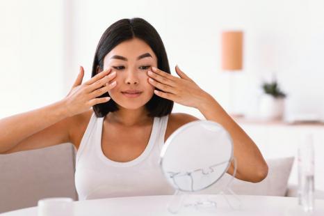 シワたるみ対策に知っておきたい!老け顔を予防する顔ツボ15