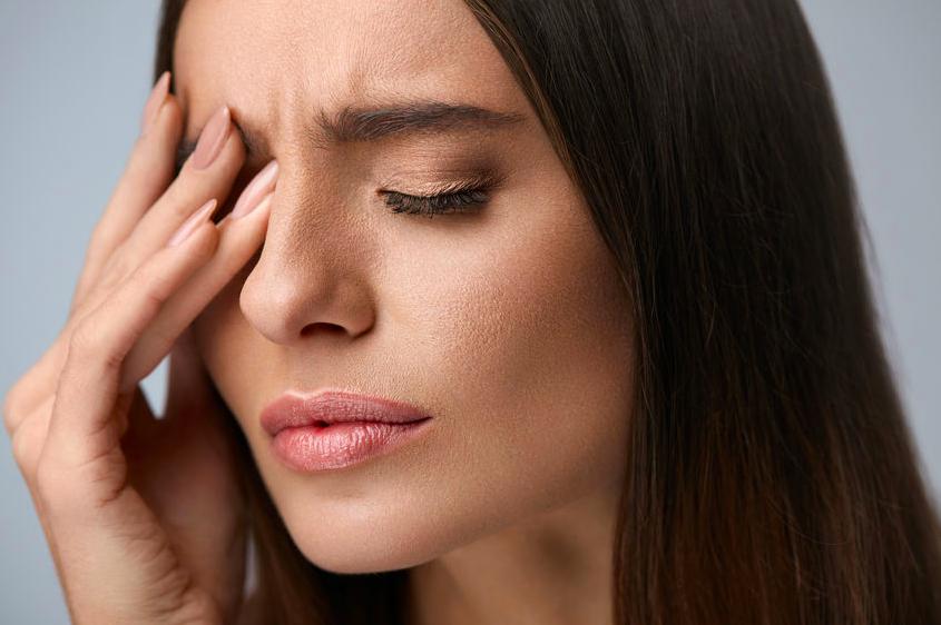 在宅勤務で疲れ目に!?筋肉を和らげて疲れた目を癒す方法