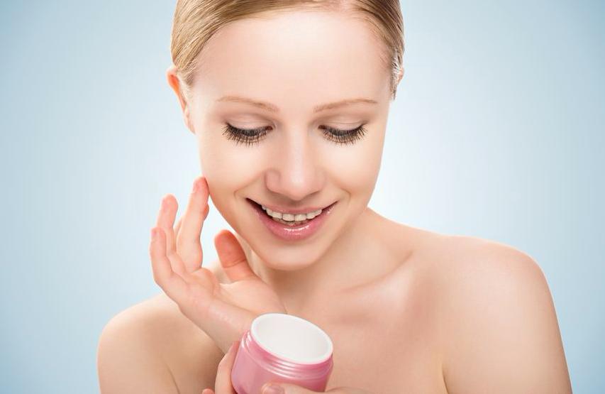 マスク着用中の保湿でほうれい線予防!保湿コスメレシピ2つ