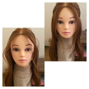 おくれ毛も、ストレートとカールでも印象が違ってきます。柔らかく見せたい方は、前髪の根元を立ち上げるように巻くとすっきりと柔らかい雰囲気になりますよ