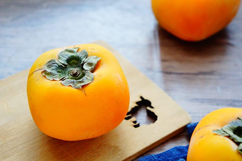 肌と粘膜を乾燥から守る!老け肌対策に食べたい柿の栄養