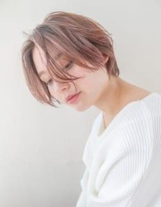 ブリーチありで毛先に向かってピンク味が増すグラデーションヘアです