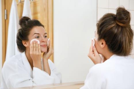 開き毛穴にも効果的!化粧水の保湿力を高めるコットンパック