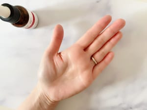 お手持ちの化粧水にセラミド原液を1~2滴追加すると、保湿力がぐんと上がります