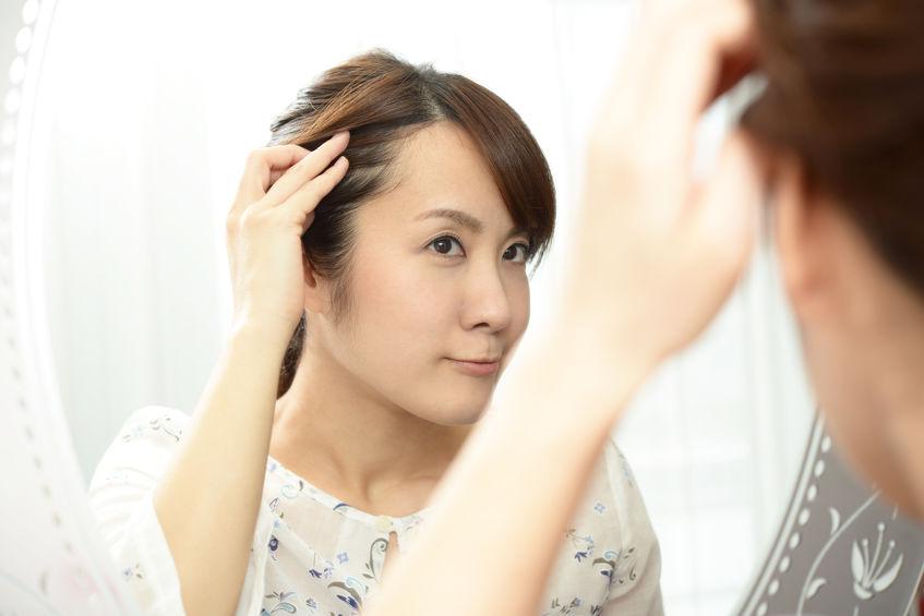 """髪悩み改善に欠かせない""""頭皮ケア""""を行っているのは〇%!?40代こそ頭皮ケアが大切な理由とおすすめアイテムとは"""