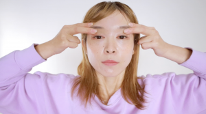 毎日1分!左右の目と眉の高さを揃えるマッサージ法