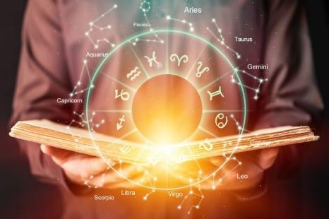 西洋占星術で占う「1月の星の動き&2月までにやるべき事」