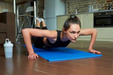 年末年始太りを防ぐ!大きな筋肉を効果的に鍛えるお家エクサ