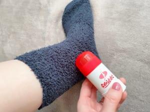 保湿力がかなり高く塗った直後は足を滑らせやすいため、ソックスを履くことをおすすめします。かかとはもちろん、ひじやひざにも使えますよ