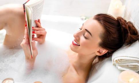 お風呂前に塗るだけ!エステ帰り級のふっくら肌になる保湿法