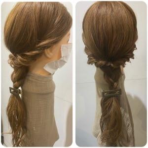耳下の髪を三つ編みにしたら完成です