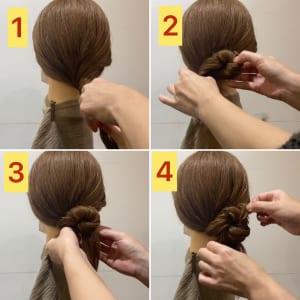 ベースを崩さないようにして髪をねじります。ねじった部分をシニヨンにしてルーズにくずせば完成です