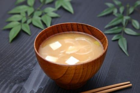 更年期の不調にみそ汁を!手軽に買える食材で作る薬膳みそ汁