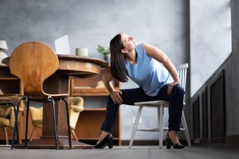ずっしり下半身を解消!むくみを改善する簡単・椅子ストレッチ