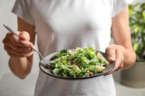 野菜中心の食事で冷えが悪化!?体調不良を招くNG習慣5つ