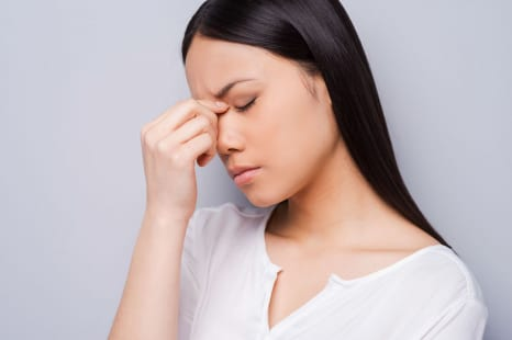 マスク疲れで体調が悪い?頭痛&目の疲れを和らげるツボ4つ