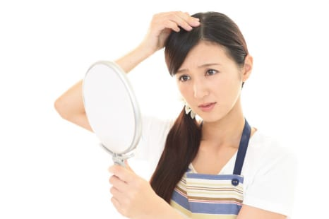 髪型が決まらない原因は薄毛!?髪のエイジングのチェック法